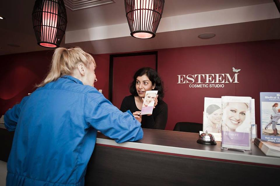 medical-team-esteaem-cosmetic-studio
